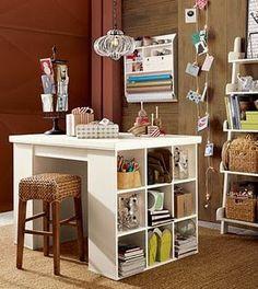 pouco espaço organizado la mesa de trabajo de tony