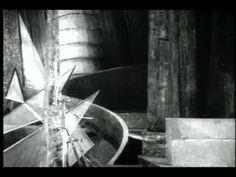 Хольгер-Мадсен, один из крупнейших режиссеров и актеров раннего датского кино, снимал эту картину в последние месяцы Первой мировой войны. В основу лёг одноименный роман известного датского писателя Софуса Михаэлиса (позднее он вышел отдельной книгой и был издан в 1927 году в Советском Союзе), переработанный основателем старейшей киностудии Nordisk Film Оле Ольсеном.
