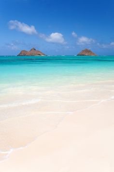 mokulua islands and tropical sandy beach in lanikai, ohau, hawaii