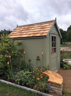 Painted Garden Sheds, Cottage Garden Sheds, Painted Shed, Shed Landscaping, Backyard Sheds, Outdoor Sheds, Small Garden With Shed, Small Garden Design, Summer House Interiors