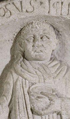 Stèle funéraire d'Apinosus Iclius. Entrains (Nièvre). IIe s. ap. J.-C. ? Gaule Romaine, Ancient Art, Celtic, Outline Art, Portrait, Rome, Old Art, Men Portrait, Portraits