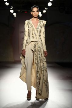Indian Fashion Designer Gaurav Gupta for Delhi Haute Couture Fashion Designer, Indian Designer Wear, Designer Dresses, Pakistani Outfits, Indian Outfits, Couture Dresses, Fashion Dresses, Indian Look, Lakme Fashion Week