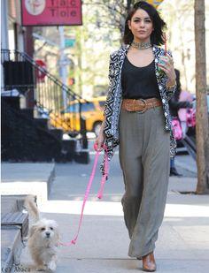 Vanessa Hudgens : promenade canine en look bohème