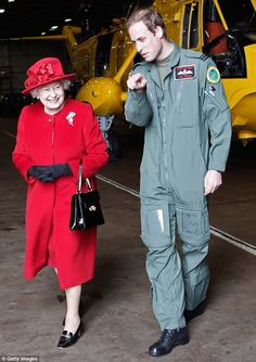 Prince William shows Britain's Queen Elizabeth II the hanger where the Sea King Helicopter he flies during his training as a Search and Rescue pilot is kept during a visit to RAF Valley in Anglesey. Prinz Philip, Prinz William, Diana Spencer, God Save The Queen, The Queen Mum, Queen Mother, Prince William And Catherine, William Kate, Royal Queen