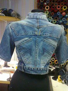UpCycle Denim Jeans to Jacket - Made By Barb - Easy piecing Jeans Refashion, Diy Jeans, Jeans Denim, Estilo Jeans, Diy Kleidung, Diy Vetement, Denim Ideas, Recycled Fashion, Denim Fashion