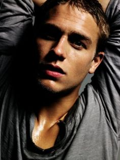 Charlie Hunnam. Sons of Anarchy.