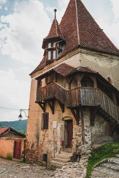 Apart from Sighisoara's famous Clock Tower, the Bootmaker's Tower is a fine example of the city's st Travel Around The World, Around The Worlds, Visit Romania, Medieval Town, Fortification, Beach Trip, Beach Travel, Old City, Beautiful Buildings
