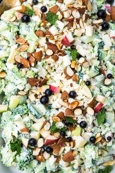 Broccolisalat med æble og græsk yoghurt Broccoli salad with apple and Greek yogurt Salad Menu, Salad Dishes, Veggie Recipes, Salad Recipes, Healthy Recipes, Waldorf Salat, Helathy Food, Cottage Cheese Salad, Healthy Chicken Dinner