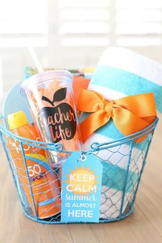Craft: Keep Calm Summer Teacher Gift Idea - See Vanessa Craft - This teacher appreciation gift idea post contains affiliate links. See Vanessa Craft is a participa - Summer Gift Baskets, Teacher Gift Baskets, Summer Gifts, Teacher Gift Diy, Year End Teacher Gifts, Preschool Teacher Gifts, Teacher Birthday Gifts, Best Teacher Gifts, Themed Gift Baskets