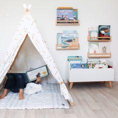 Playroom - Reading Corner - Children's Teepee - Children's Bookcase - Ikea DIY - The best IKEA hacks Childrens Reading Corner, Kids Corner, Childrens Bookcase, Kids Bookcase, Childrens Teepee, Teepee Kids, Bedroom Corner, Kids Bedroom, Ikea Playroom