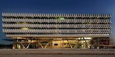 SIEMENS HEADQUarters DUBAI - Google Search Hotel Architecture, Architecture Design, Metal Facade, Eco City, Interesting Buildings, Building Facade, Facade Design, Abu Dhabi, Middle East