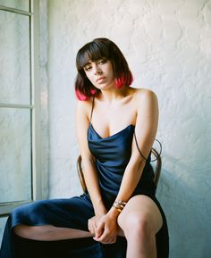 British pop artist Charli XCX's new album CHARLI has been released by Atlantic Records. Charli Xcx, Icona Pop, Christine And The Queens, Jonathan Scott, Attractive People, American Actors, Hair Inspo, Pretty People, Music Artists