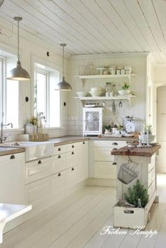 21 Unusual Kitchen Ideas With French Country Style 21 Unusual Kitchen Ideas With French Country Style. Small kitchen design ideas should be ways you come up with to save as much space as possible while having. A french country kitchen c French Country Kitchens, Modern Farmhouse Kitchens, Farmhouse Kitchen Decor, French Country Decorating, Cool Kitchens, Kitchen Country, Country French, Farmhouse Design, Modern Country Style