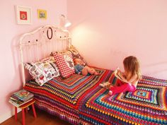 Wonderful blanket made of 2 giant granny squares. Made by Anna Bauer.