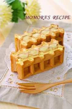 These are fluffy American waffle sandwiches made with flavorful custard cream. You will definitely become addicted. There& also other versions. Waffle Shop, Waffle Bar, Waffle Sandwich, Cute Desserts, Sweets Recipes, Waffle Biscuits, Crepes And Waffles, Japanese Sweets, Cafe Food
