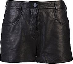 I pantaloncini di pelle li voglio da 3 anni!
