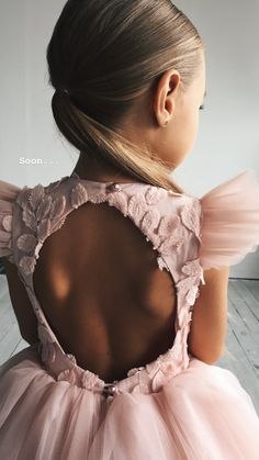 Children bra Source by yagmurtoprakuslu Baby Girl Fashion, Toddler Fashion, Kids Fashion, Dresses Kids Girl, Flower Girl Dresses, Outfits Niños, Baby Outfits, Kids Gown, Kids Frocks