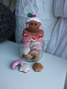 Ihr seid auf der Suche nach einer originellen Verpackung für Weihnachtsüßigkeiten? Dann ist das Bonbonglas mit Lebkuchenmann genau das Richtige! So werden alle Leckereien zum Hingucker. Angeboten wird eine ausführliche und gut bebilderte Häkelanleitu