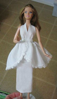 Barbie halter dress pattern, concept Is good, can be extrapolated for full size garment. Breaks down steps quite well Sewing Barbie Clothes, Barbie Sewing Patterns, Doll Clothes Patterns, Clothing Patterns, Girl Dress Patterns, Coat Patterns, Blouse Patterns, Barbie Mode, Barbie Basics