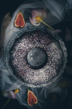Dekadent chokladkaka med grädde och färska fikon // Decadent chocolate cake with fresh figs and whipped cream