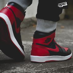 Michael Jordan came back wearing them and now they come back: Air Jordan 1 High The Return (Bred)