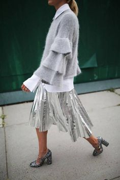 Silver Metallic Pleated Midi Skirt and Layered Bell Sleeve Sweater. - Total Street Style Looks And Fashion Outfit Ideas Looks Street Style, Looks Style, Style Me, Grey Style, Style Blog, Moda Fashion, Fashion Week, Womens Fashion, Fashion Trends