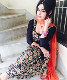 Pakistani Fashion Party Wear, Punjabi Fashion, Indian Bridal Fashion, Pakistani Outfits, Indian Outfits, Designer Punjabi Suits, Indian Designer Wear, Indian Look, Indian Wear