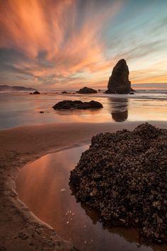 Pastel Beach - Sunset over Cannon Beach, OR Beach Sunset Images, Beach Sunset Wallpaper, Beautiful Sunset, Beautiful Beaches, Beautiful World, Oregon Beaches, Oregon Coast, Ecuador, Sunset Landscape