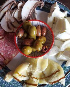 Antpasto: olives artichokes mushrooms salami with walnuts and bufallo mozzarella  #teambbqwarriors #buffalomozzarella #healthy #Italian #mozarella #eatclean #cleaneating #foodporn #mozarelladibufala #antipasti #nutrition #health #lowcarb #fitlife #healthyeating #healthyfood #healthyliving #salami #recovery #fuel #artichoke #gymlife #postworkoutmeal #homemade #foodie #food #foodgasm #foodporn #fitnesslifestyle