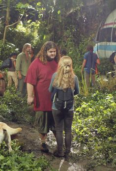 """4.01 """"The Beginning of the End"""" – Publicity still. Hurley had to tell Claire that Charlie was dead."""