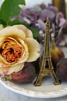 Parisian theme wedding favor ideas #Paris #Wedding #FavorIdeas