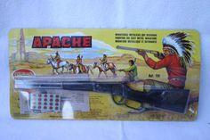 rifle_apache_ NacionalidadEspaña FabricanteREDONDO Año fabricaciónaños 70 Nº Catálogo139 MaterialesPlástico MecanismoDetonante