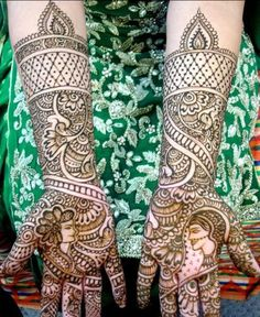 Insane awesome henna hands