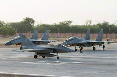 """Photo : (c) JL. Brunet / Armée de l'Air - Un Rafale de l'EC 3/30 """"Lorraine"""" en Inde, en Juin 2014, pour l'exercice Garuda. Il y a deux mois, Dassault Aviation et son Rafale faisaient la une des médias nationaux français après la signature d'un contrat entre la France et l'Egypte pour l'achat de 24 Rafale. Aujourd'hui, les mêmes acteurs font de nouveau la une des journaux mais cette fois ci, ce n'est pas avec l'Egypte, mais avec l'Inde qu'un contrat vient d'être signé. Hier Vendredi 10 Avril…"""