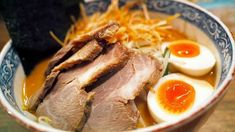 Eating ramen is a must while visiting Tokyo. Explore food tours to eat the best ramen, even cooking classes to cook yourself on Tokyo by Food. Ramen Toppings, Ramen Recipes, Asian Recipes, Ethnic Recipes, Ramen Dishes, Ramen Bowl, Crab Dishes, Ramen Restaurant, Gastronomia