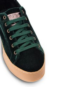 GRUMMAN sneaker with a velvet touch. New Sneakers, Corner, Velvet, Touch, Green, Shoes, Fashion, Moda, Zapatos