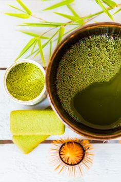 Forget coffee in the morning. Here's 5 reasons you need to start drinking matcha green tea Matcha Green Tea Benefits, Best Matcha Tea, Matcha Drink, Healthy Smoothies, Healthy Drinks, Eating Healthy, Healthy Eats, Clean Eating, Healthy Recipes