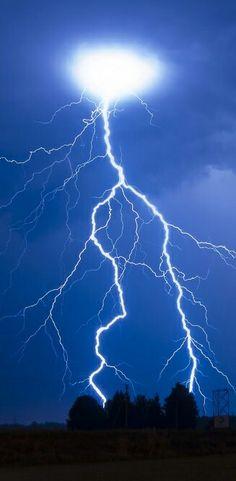 Lightning Strike                                                                                                                                                                                 Mais