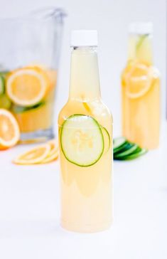 Cucumber Gin Lemonade - A Mother's Day Picnic & Portable Cocktails Best Gin Cocktails, Cocktails To Try, Gin Cocktail Recipes, Fancy Drinks, Cocktail Drinks, Alcoholic Drinks, Beverages, Gin Recipes, Mix Drinks