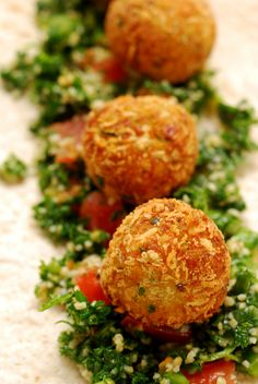 Falafel made with zucchini and chickpeas Vegetable Recipes, Vegetarian Recipes, Cooking Recipes, Healthy Recipes, Easy Recipes, Vegetarian Appetizers, Cocina Natural, Sandwiches, Middle Eastern Recipes