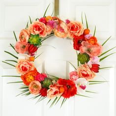 Tropical Flower and Palm Leave Wreath for Spring and Summer - Hawaiian Wreath - Summer DIY - Summer Craft - DIY Wreath Tropical Flowers, Diy Flowers, Paper Flowers, Summer Door Decorations, Diy Wreath, Wreath Ideas, Door Wreaths, Wreath Bows, Paper Wreaths