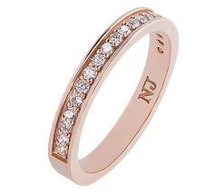 e0de6b65c33c Изысканное обручальное кольцо, украшение, которое приносит счастье и  богатство. Бриллиантовая дорожка бесконечно красива
