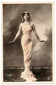 Mata Hari (Margaretha Geertruida Zelle) * August 7th 1876, Leeuwarden (Netherlands) † October 15th 1917, Vincennes (France) Mata Hari was born as Margaretha Geertruida Zelle in the northern Netherlands. For a few years she was one of the most glorified dancing artists of the Belle Epoque, shining up and disappearing like a comet and mystified by an early tragic death.