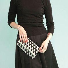 A modern crochet evening bag by Molla Mills (photo tutorial)