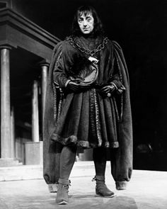 Alex Guinness in Richard III from 1953