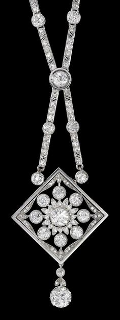 An Art Deco white gold and diamond pendant necklace 1920-1930s. #ArtDeco #PendantNecklace #diamondpendant