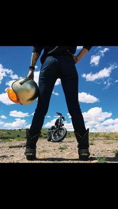 50 Ideas motorcycle photography photo shoots motorbikes - Cars World 2020 Motorcycle Photo Shoot, Motorcycle Humor, Female Motorcycle Riders, Motorcycle Photography, Chopper Motorcycle, Motorcycle Design, Girl Motorcycle, Biker Girl, Shooting Photo Moto