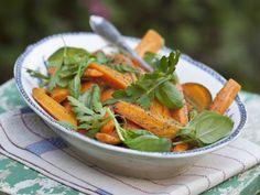 Möhren-Mohn-Salat ist ein Rezept mit frischen Zutaten aus der Kategorie Gemüsesalat. Probieren Sie dieses und weitere Rezepte von EAT SMARTER!