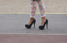 love the shoes. i want to try to floral skinnies