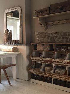 35 Simple Farmhouse Pantry Decor Ideas - Co De - Farmhouse Style Kitchen, Modern Farmhouse Kitchens, Rustic Kitchen, Rustic Farmhouse, Kitchen Decor, Farmhouse Ideas, Primitive Kitchen, Primitive Homes, Kitchen Shelves